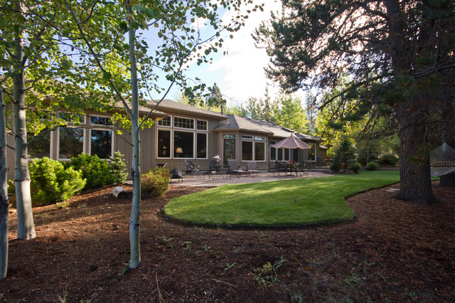 Central Oregon Home rustic-exterior