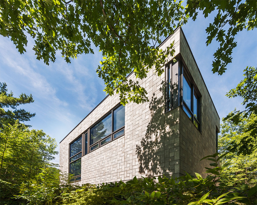 Inspiration for a modern exterior home remodel in Montreal