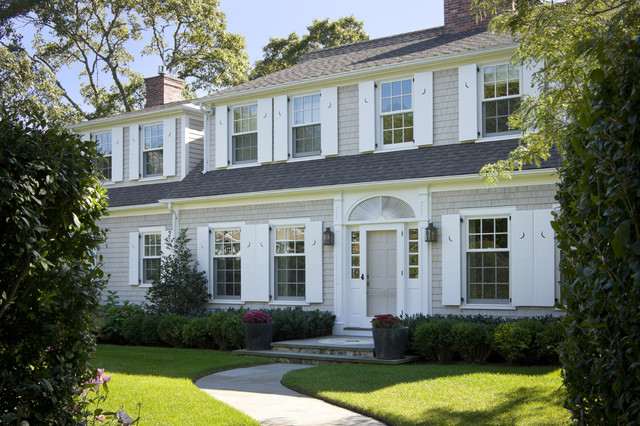 Classic Hyannisport Residence traditional-exterior