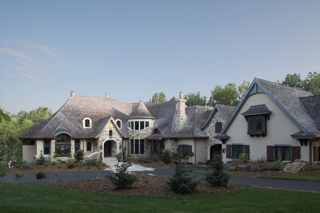 Classic lakeshore lifestyle traditional exterior for Lakeshore design builders