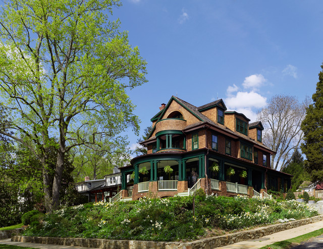 Classic shingle style house traditional exterior for Classic shingles