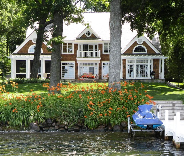 Classic Shingle Style traditional-exterior