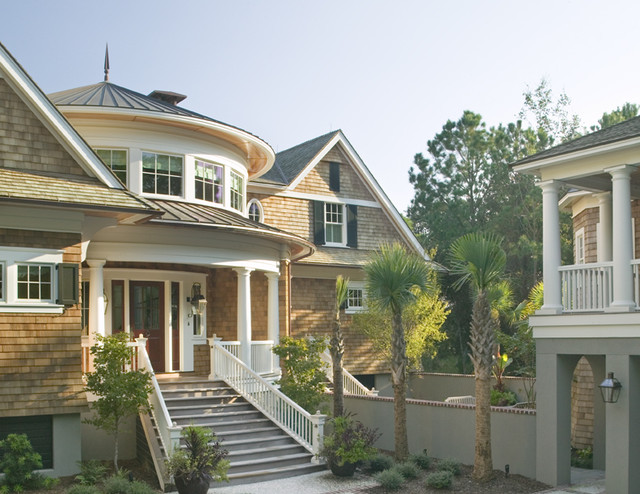 Classic southern shingle style home on lagoon victorian for Old southern style homes