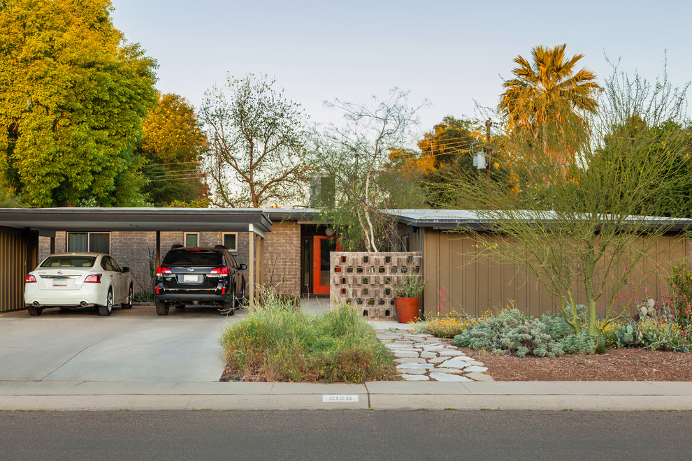 Example of a mid-sized 1950s exterior home design in Phoenix