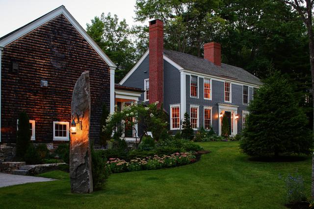 Colonial Farmhouse farmhouse-exterior