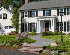 Colonial Revival traditional exterior