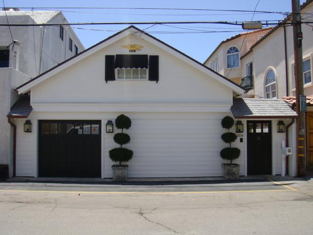 colony traditional-exterior