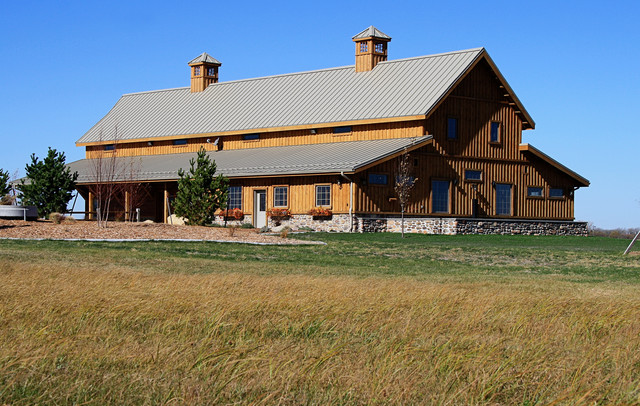Combination Home Barn In Nebraska Rustic Exterior