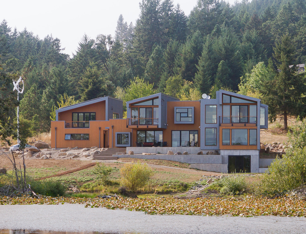 Inspiration for a contemporary metal exterior home remodel in Portland