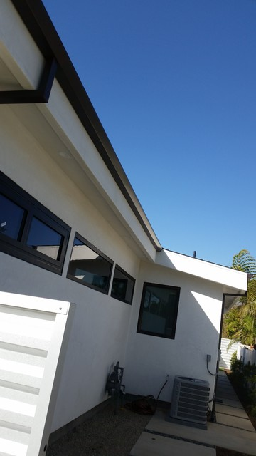Costa Mesa New Modern Home Angle Face 5 Inch Gutters