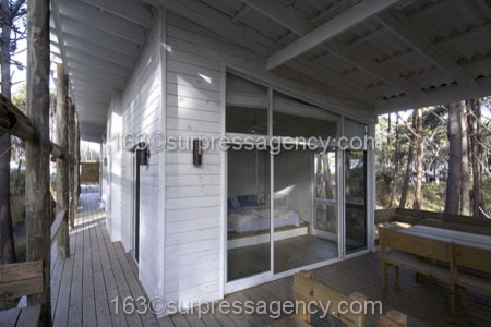 Cottage House BEACH HIDEAWAY traditional-exterior