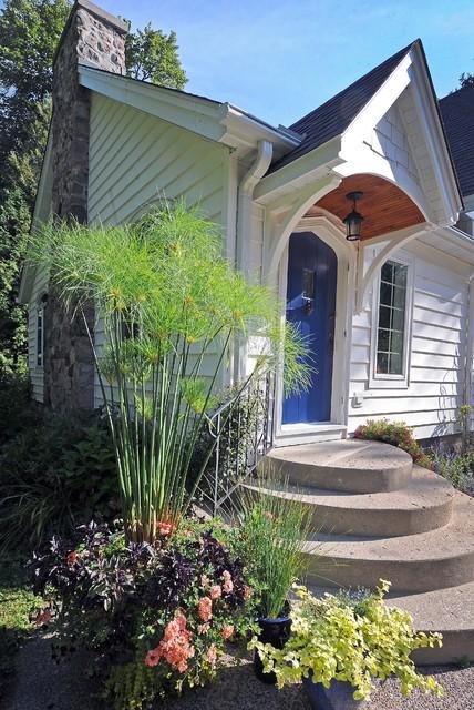 Cottage portico