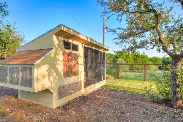 Country exterior home photo in Austin