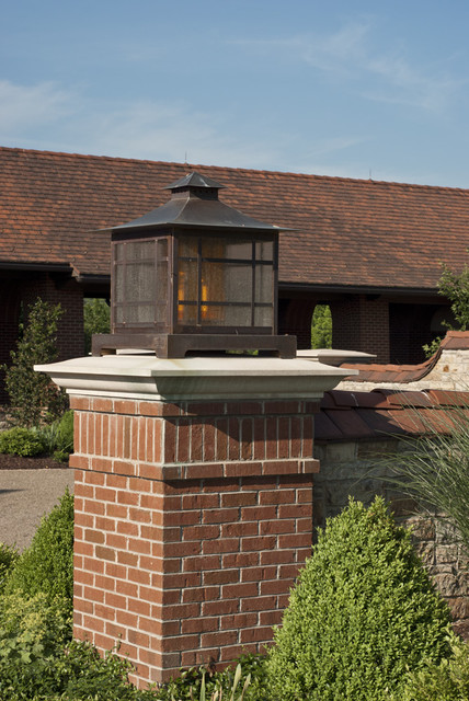 Country House - Autocourt Lantern traditional-exterior
