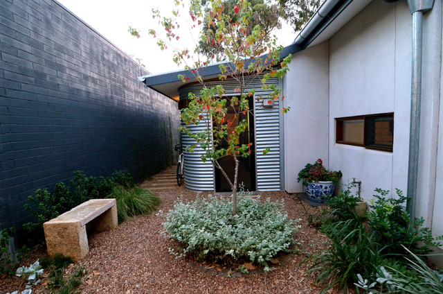 Courtyard eclectic exterior adelaide by jeni lee for Courtyard home designs adelaide