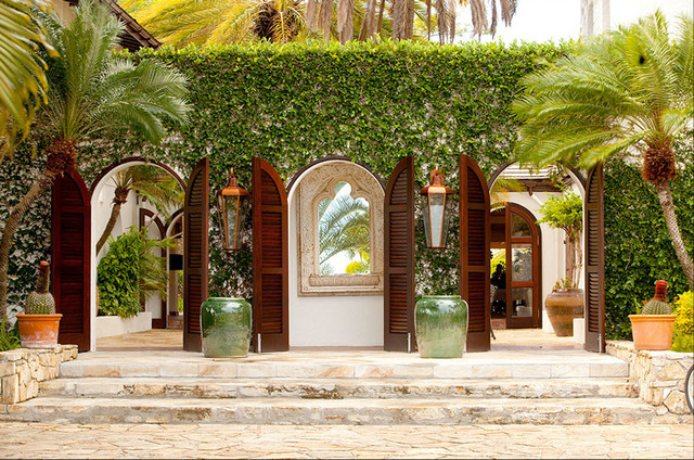 Courtyard wall tropical exterior portland by mcm for Tropical house plans with courtyards