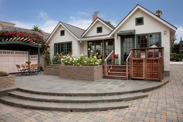 Small Traditional White One Story Wood Gable Roof Idea In San Diego With A  Shingle