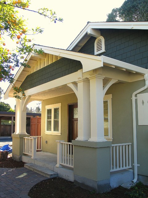 Craftsman bungalow front porch for Bungalow outside design