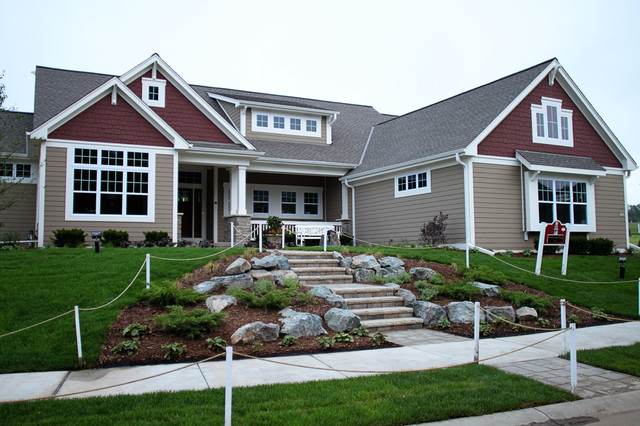 Craftsman exterior traditional exterior milwaukee for Craftsman exterior color schemes