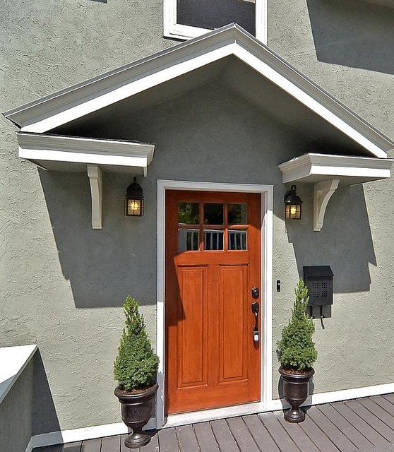 Front Door Topiary: Craftsman Front Door With Portico And Urns With Topiaries