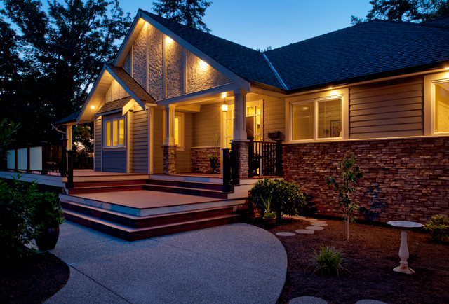 Craftsman style custom home traditional exterior for Craftsman style garage lights