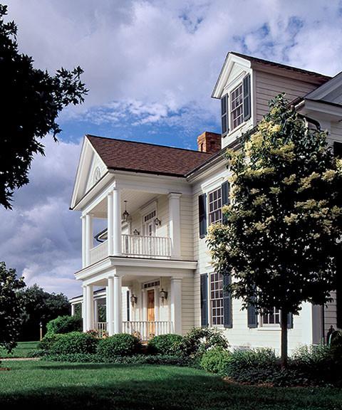Rattlebridge farm an american farmhouse for Traditional american architecture