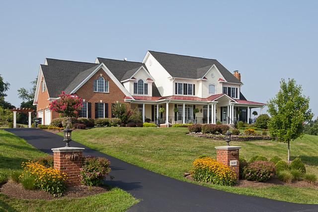 Custom Home in Loudoun County traditional-exterior