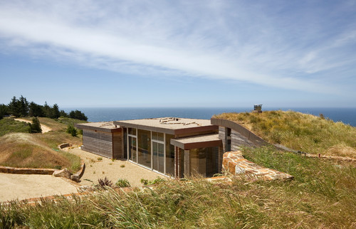 Cool earth home Dani Ridge House