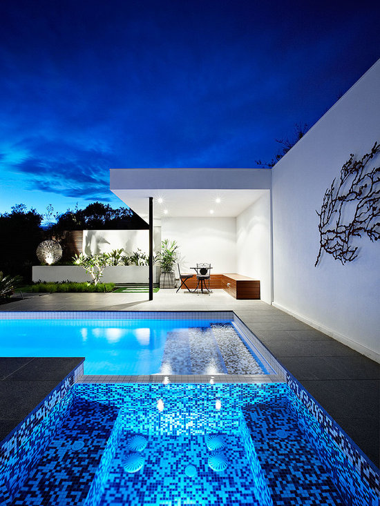 Small yard pool design home design ideas pictures for Pool design houzz