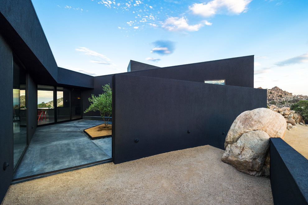 Inspiration for a large modern black one-story exterior home remodel in Los Angeles