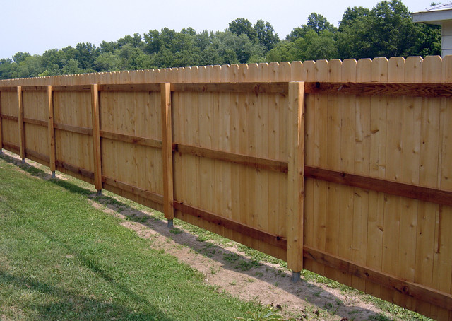 Dog Ear Privacy Fence With Postmaster Steel Post