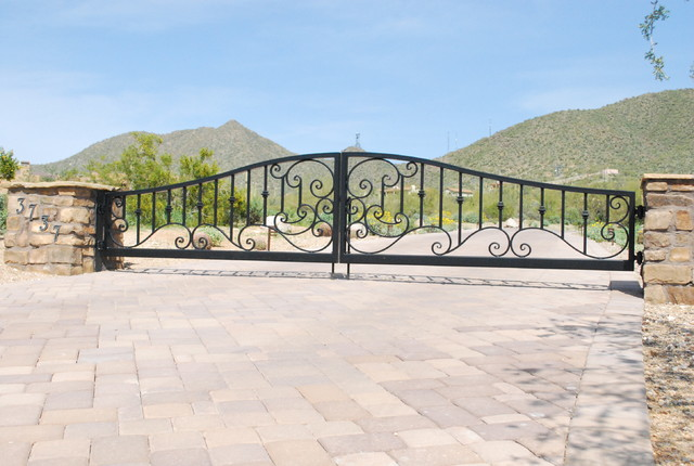 Drive Gates traditional-exterior