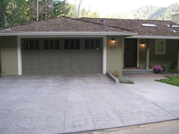 Driveway concrete driveway stained sealed lastiseal for Getting stains off concrete