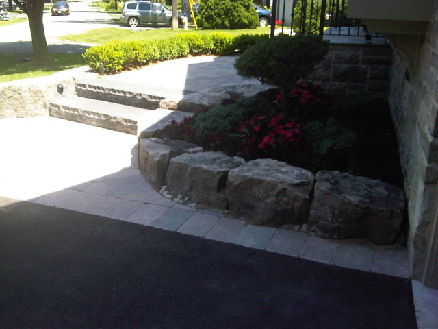 Driveway edging traditional-exterior