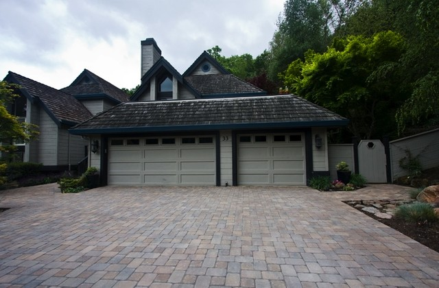 Driveways traditional-exterior