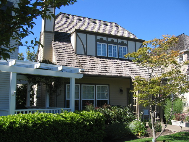 Edgewood Condominiums - Forest Heights neighborhood, Portland, OR traditional-exterior