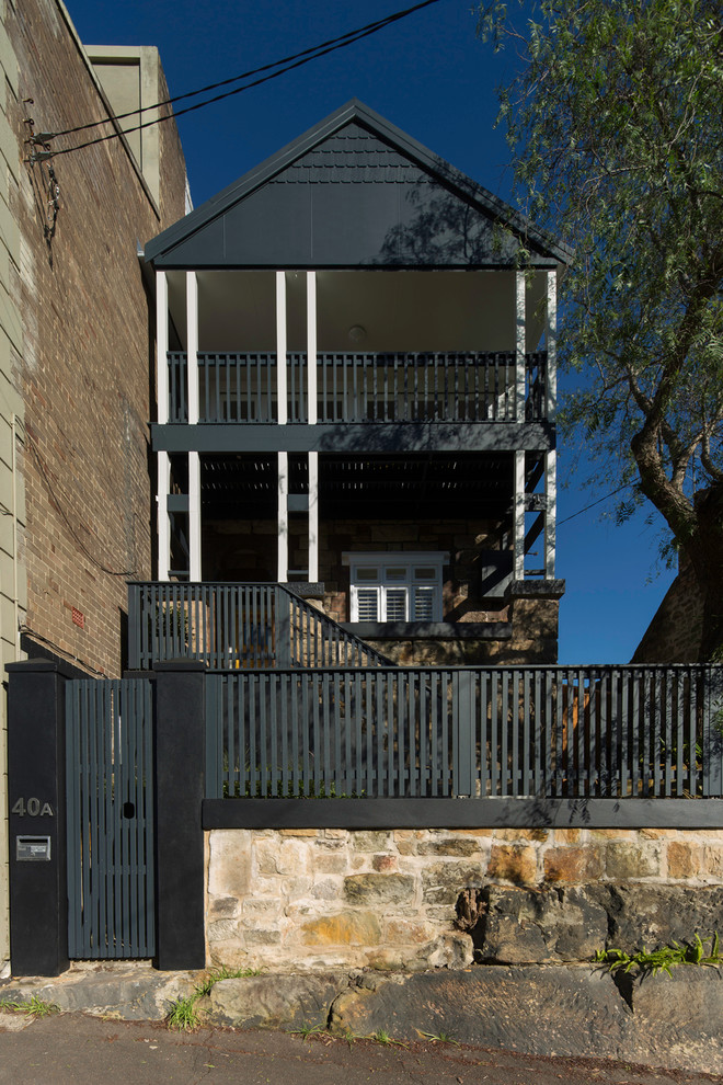 Inspiration for a mid-sized contemporary two-storey black exterior in Sydney.