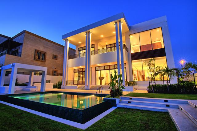 Emirates Hills Villa W18 Dubai United Arab Emirates : contemporary exterior from www.houzz.com size 640 x 428 jpeg 122kB