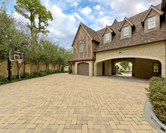 Basketball driveway home design ideas pictures remodel for Porte in english