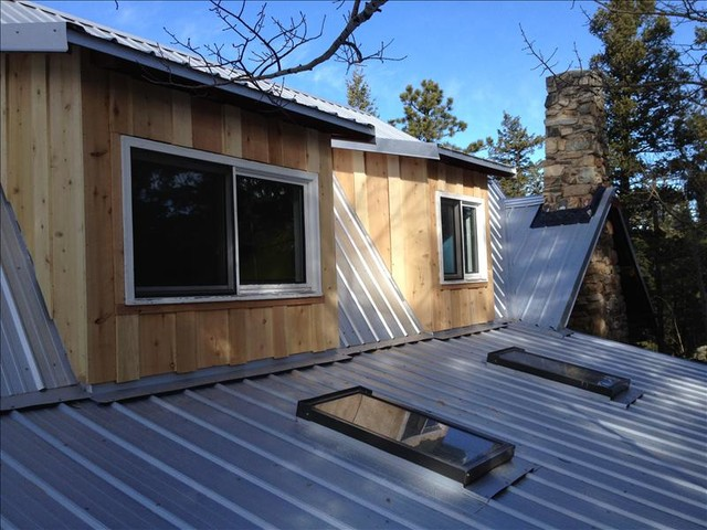 Evergreen Metal Roof On Log Cabin Rustic Exterior