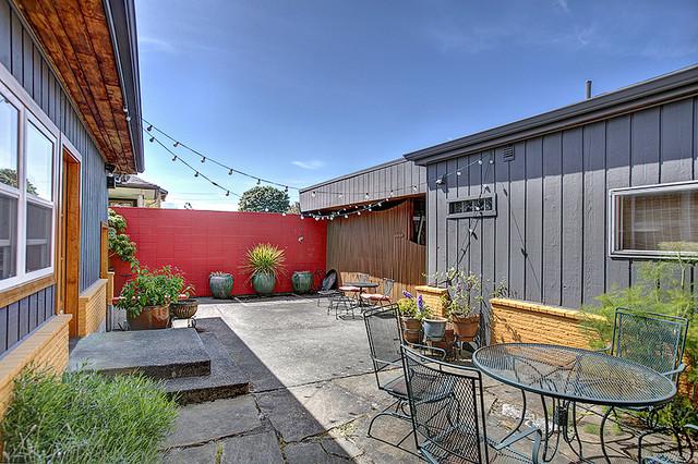 Exterior Color Consultation eclectic-exterior