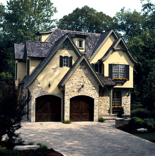 Traditional Exterior Homes: By Greenside