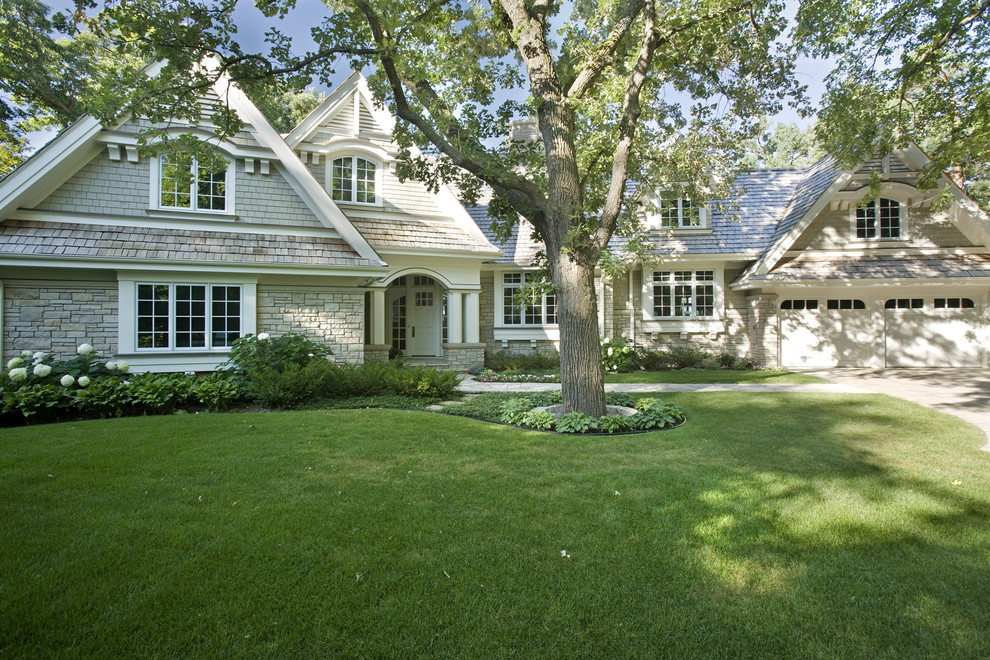 Example of a classic two-story exterior home design in Minneapolis