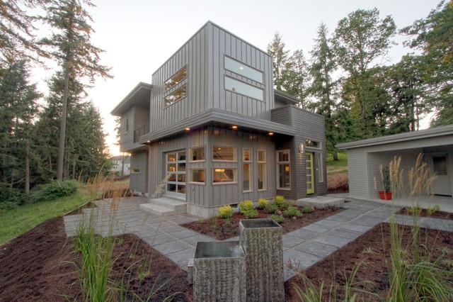 exterior of a mid century modern urban cosmopolitan style custom home modern exterior