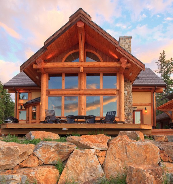 Exterior shots of log homes from traditional log homes for Log home pictures exterior