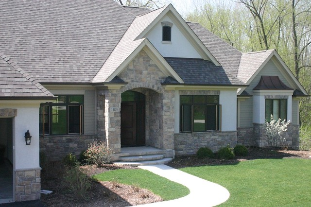 Exterior stone siding with stucco traditional exterior for Stucco and stone exterior