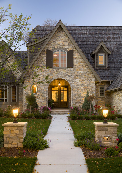 What type of light is used for the house number on the stone pillar Types of stone for home exterior