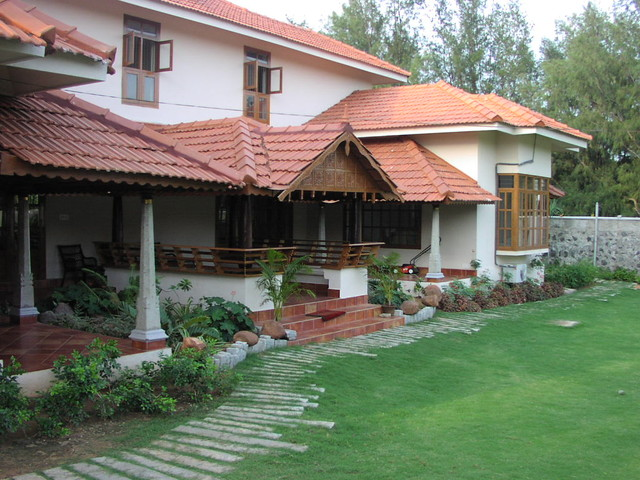 Tarawad house for Exterior home design in chennai
