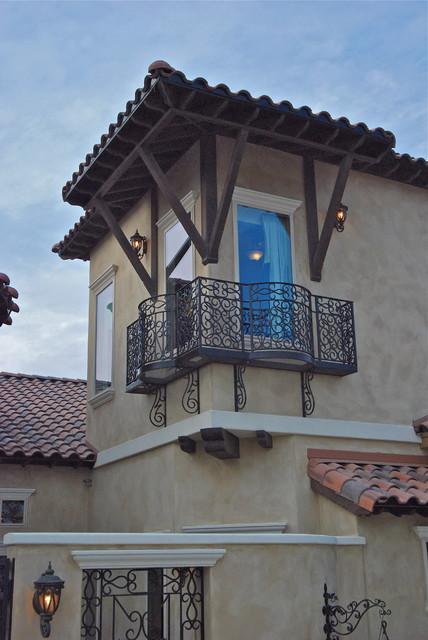 Exteriors of San Antonio & Boerne Homes by Stadler Custom Homes mediterranean-exterior