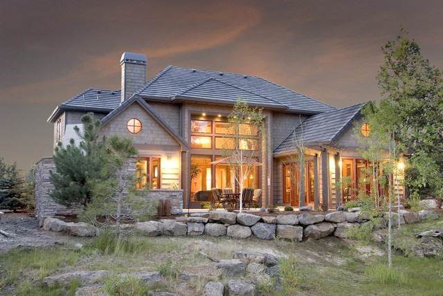 Extrior of a lodge style home in Bend OR traditional exterior